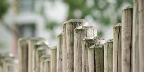 Schutting of hek plaatsen